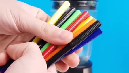 国外奇葩小伙把彩铅放进榨汁机中,颜料喷出来的画面太美!