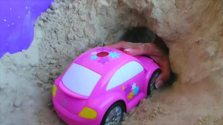 你能为孩子们学习玩具车和警察的颜色吗你们
