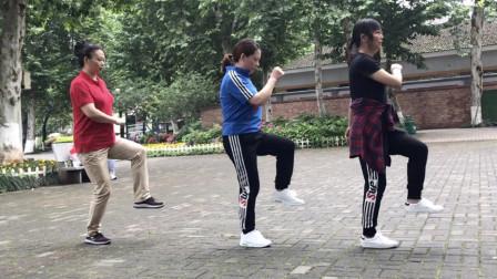 广场鬼步舞入门《慢速奔跑》:3位老师一步一步分解,初学者福音