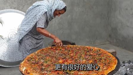 外国老奶奶做巨大披萨,给贫穷儿童带来温暖,吃的一脸幸福