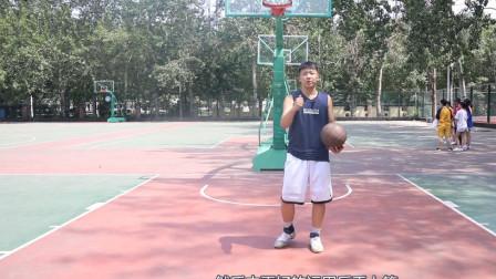 小白基础教学技巧,教你反手上篮,掌握动作提高得分能力
