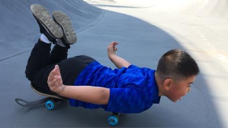 【7岁】10-27哈哈跟爸爸一起在公园玩滑板video_105109