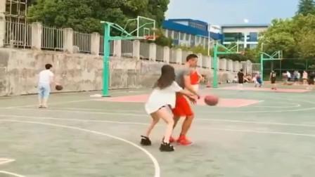 兄弟,这个篮球场不欢迎你!