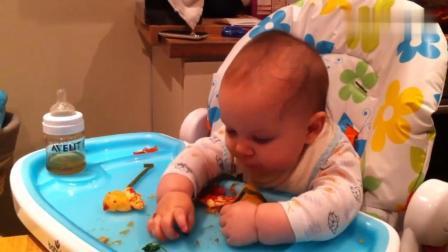 六个月宝宝断奶后的第一顿狼吞虎咽,这就是完全忘了母乳这件事啊