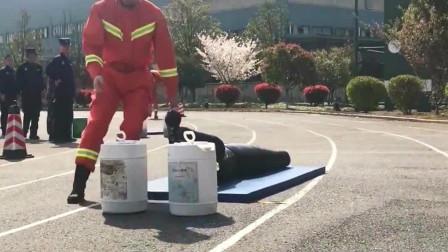 消防战士:男友力是不是要爆棚了!但是默默的付出有点心疼!