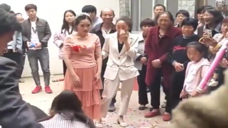 我要是新娘,我站起来就是一腿
