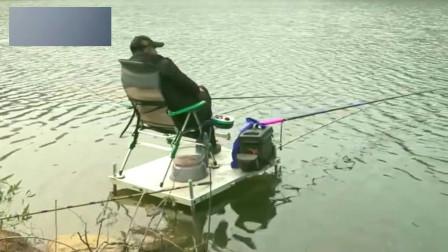 李大毛:大毛老师钓鱼时,被徒弟不小心把相机踢下水了!
