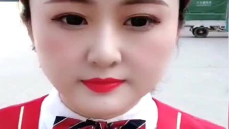 空姐下班后卸妆,看来瘦脸胶带不管用啊,妆前妆后脸都挺大的