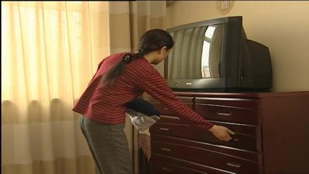 女主人不在家,小保姆瞬间放肆了,直接她卧室做这事!