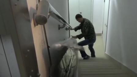 中国七旬大爷自制救命滑梯,30层楼只需90秒滑下,获得国家专利