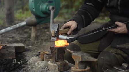 匠人精神,老铁匠如何将生锈的铁块锻造铁锤,这技术至少20年了