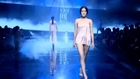 模特丝绸睡衣走秀,丝滑不起皱,超好看!