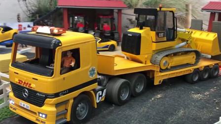 跟着工程车学习颜色,挖掘机,平板拖车和货车一起运沙子