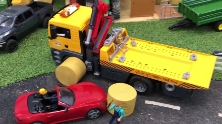 红色跑车撞上草垛,吊车挖掘机一起来救援!