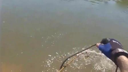 大哥野钓,钓上这种大怪鱼,也是没谁了