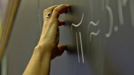 为什么很多人都忍受不了,指甲刮黑板的声音?听完浑身打冷颤