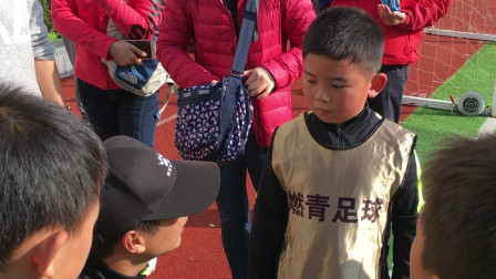 【7岁半】11-2哈哈参加足球比赛接受主教练场边指导IMG_1051
