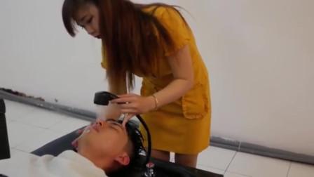 """越南理发店,""""特色按摩""""一体化,美女按摩师:我这温柔,可还行?"""