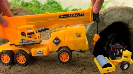 起重机在山洞里面发现工程车