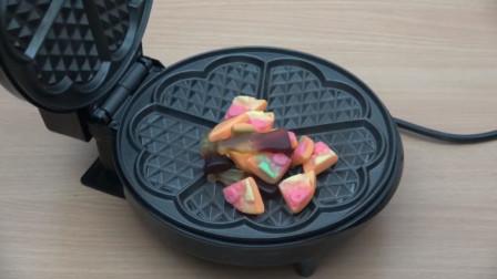 将软糖放进华夫饼铁中,掀开盖子的瞬间,网友:不敢直视!