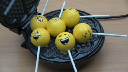 将表情符号棒棒糖放到电饼铛中,掀开盖子的瞬间,网友:看着好美!
