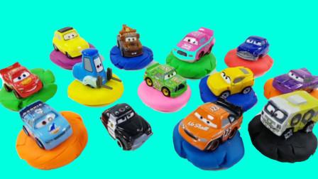 打开彩泥学习英语颜色认识小汽车