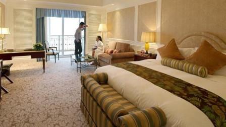 外出旅游时,如何保证酒店房间有无安装摄像头?这几种方法注意了