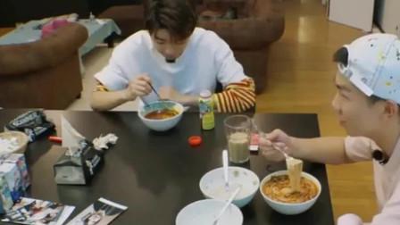 中餐厅2:赵薇舒淇难得悠闲吃早餐,王俊凯为自己煮早餐好暖心