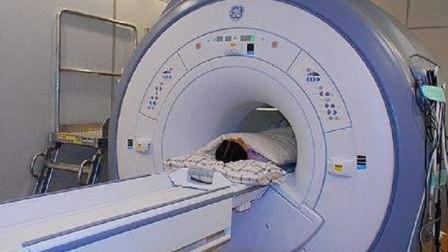 为什么医生在做核磁共振时,让患者一个人待着自己就出去了?