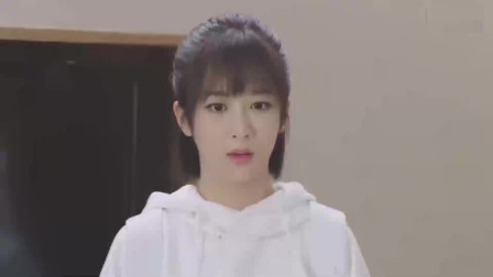 亲爱的热爱的:韩商言吧年年叫到一边,在线撩软萌妹子年年,这也太甜了吧