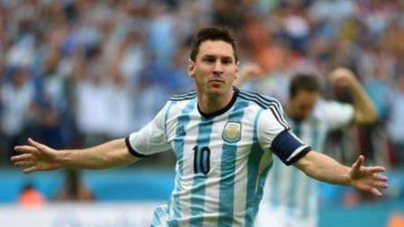 梅西是阿根廷队毒瘤?记者:他一来无人敢笑,与球员更无法交流