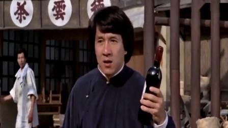 成龙经典电影:白酒红酒葡萄酒可劲喝,这样打起醉拳来才有威力