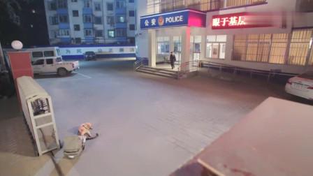 美女在警局门口发现一只狗狗,看到它旁边的篮子,竟有一个婴儿!