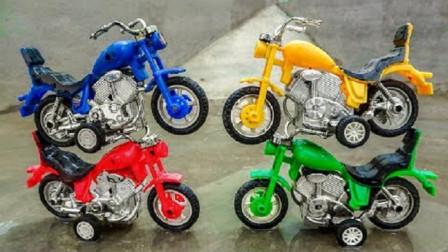 摩托车们在一起开心玩耍认识颜色