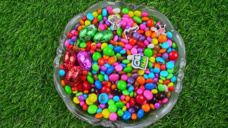 给女孩吃惊喜蛋给女孩吃更开心的惊喜蛋给孩子们拆箱惊喜蛋