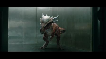 侏罗纪世界2:小恐龙也太厉害了,一下将人顶飞几米远