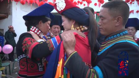 当全村人都来送别新娘出嫁的那一刻,感动的让人止不住泪水