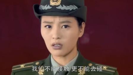 女孩被欺负,不料她妈妈直接穿军装出现,还带了俩战友,霸气