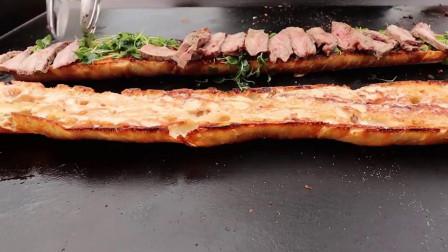 超长的牛排三明治,听这声音,口水都止不住了!