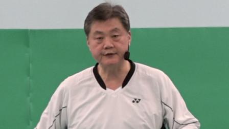 羽毛球: 第17课。单打比赛中另一种不同的脚步移动技巧的概念 - 第1节. 这是什么?