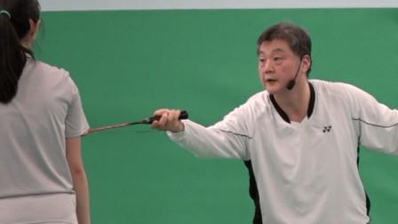 羽毛球: 第17课。单打比赛中另一种不同的脚步移动技巧的概念 - 第2节. 如何完成正手右前角?