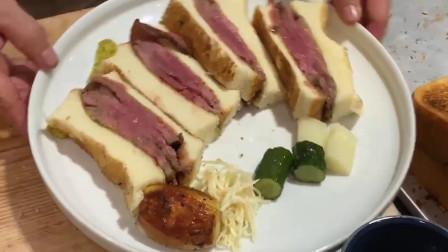 一种日式的神户牛排三明治,看着很好吃的样子!