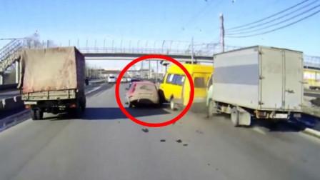目睹眼前的车祸,还好司机淡定
