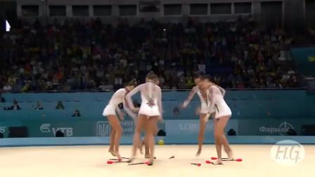 乌克兰美女艺术体操集体秀,舞姿轻盈,身体柔软度让人羡慕!