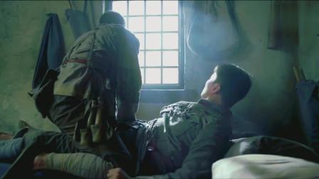 红军老爹想带儿子离开敢死队,儿子不肯老爸急了,竟骑在儿子身上