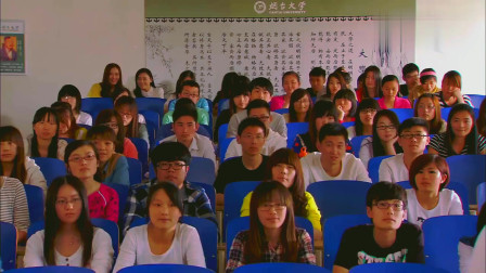 老公是大学教师,老婆假扮学生溜进教室听课,对老公一脸崇拜