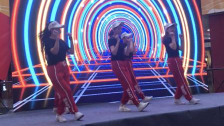 鬼步舞《东北汉子》,5个美女一起跳,跟赘肉说拜拜