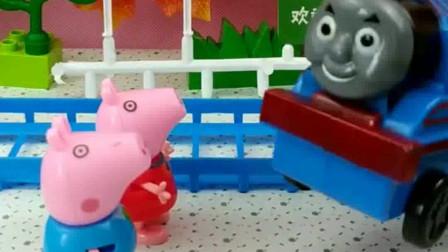 少儿益智亲子玩具:托马斯不让佩奇上车?佩奇该怎么办?