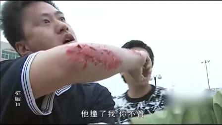 《征服》刘华强唯一两次出手,一个大飞脚踢飞无赖,一刀砍了小混混