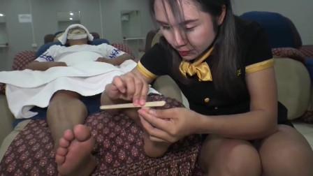 越南特色理发服务,小姐姐修脚的样子好温柔,顾客一致好评
